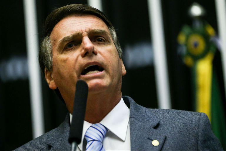 El candidato ultraderechista brasileño busca repeler las críticas de que es autoritario, misógino, homofóbico y racista