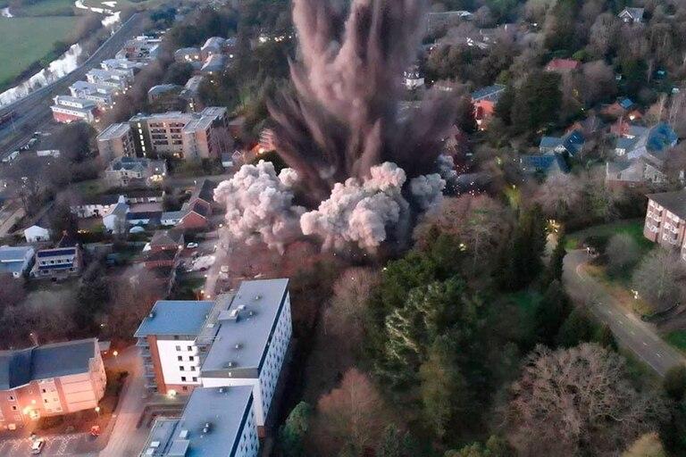 El momento de la detonación controlada en la ciudad de Exeter, Reino Unido