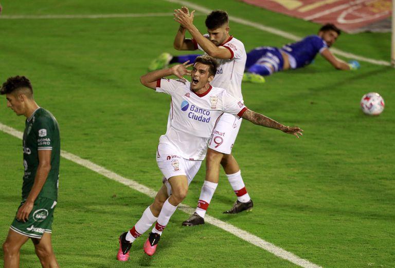 ¡22 toques y al gol! El primer festejo de Garro, un flash en el 3-0 a Sarmiento