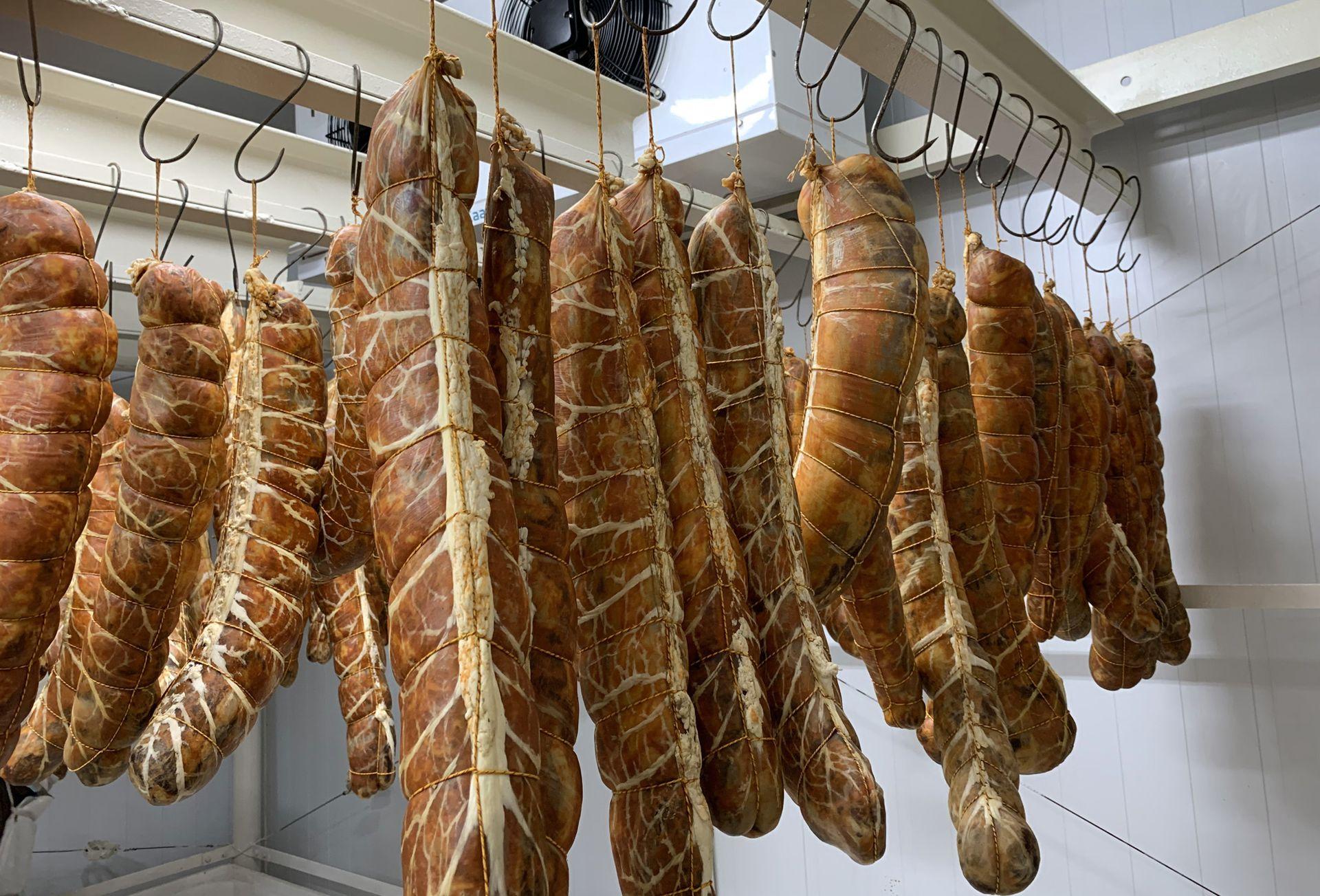 Además de jamón, Kiko Fernández elabora bondiola y lomo de cerdo.