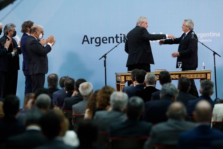 Alberto Fernández le tomó juramento a Jaime Perczyk