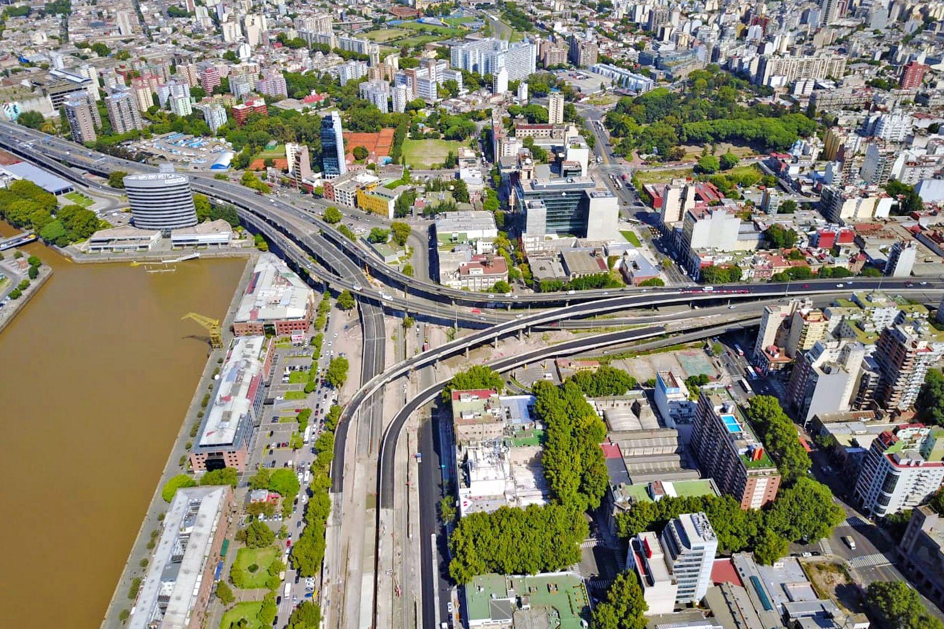 El Paseo del Bajo, un proyecto urbanístico de 7,1 kilómetros que mejorará la fluidez del tránsito y la conexión entre el norte y el sur de la Ciudad al separar los camiones y colectivos de los vehículos particulares