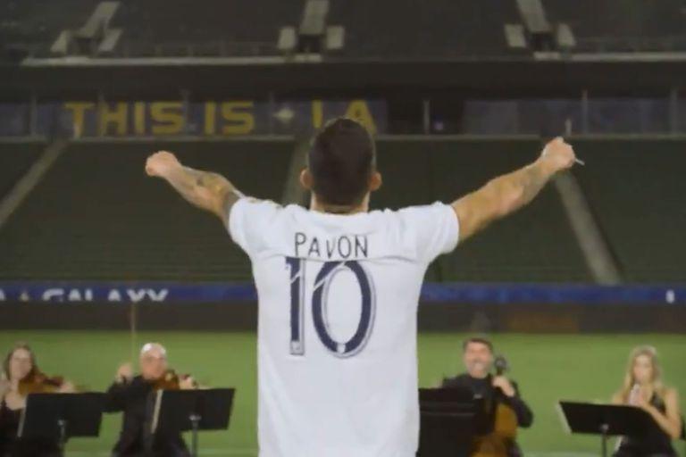 Pavón fue presentado en LA Galaxy con un estelar video