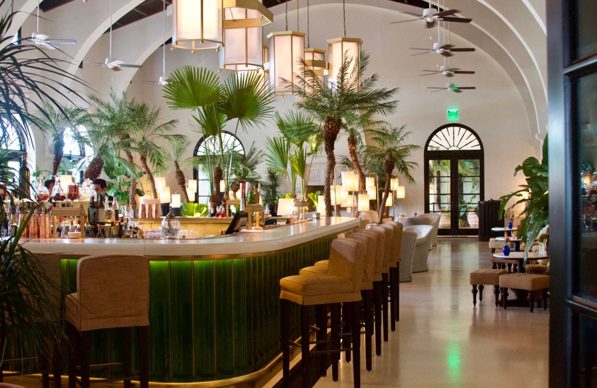 El estilo tropical chic del Champagne Bar Le Sirenuse, en el Four Seasons.