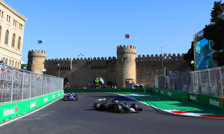 El trazado de Bakú es de los más particulares de la Fórmula 1: callejero, histórico y de partes muy veloces; el Gran Premio de Azerbaiyán es la sexta fecha de la Fórmula 1.