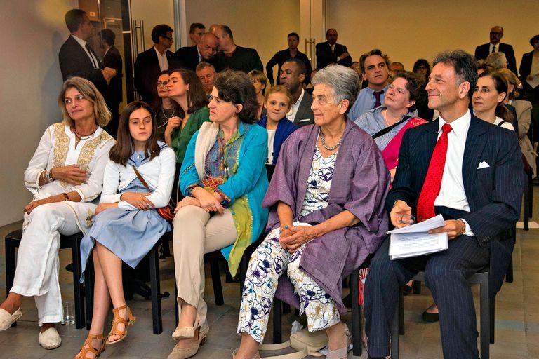 De izquierda a derecha: Gabriella y Anna Colienne, nieta y bisnieta de Schwarzenberg; Marie-Charlotte Meran, esposa del Embajador; Colienne, hija de Schwarzenger y Christoph Meran, embajador de Austria en Buenos Aires y nieto de Schwarzenberg