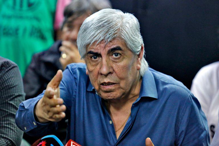 Hugo Moyano, sindicalista: El exlíder de la CGT afronta una serie de causas judiciales que investigan maniobras irregulares en distintos ámbitos. El gremialista se defiende diciendo que se trata de un ataque político del Gobierno