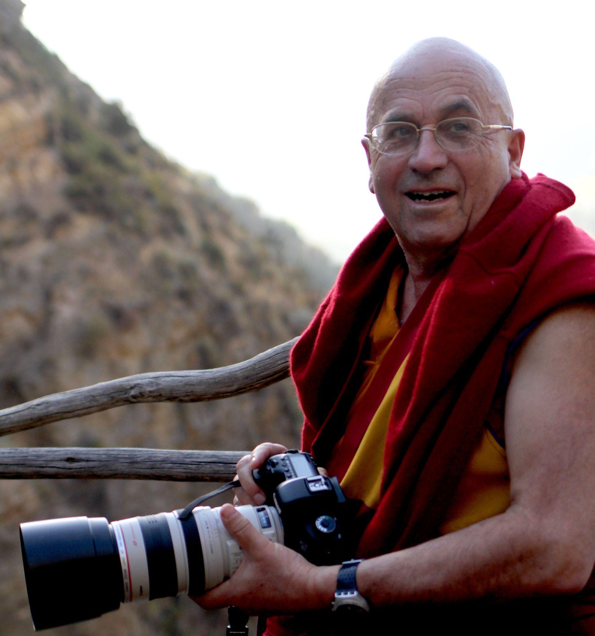 Las fotografías de Matthieu Ricard de los maestros espirituales, del paisaje y de la gente del Himalaya han sido publicadas en numerosos libros y revistas