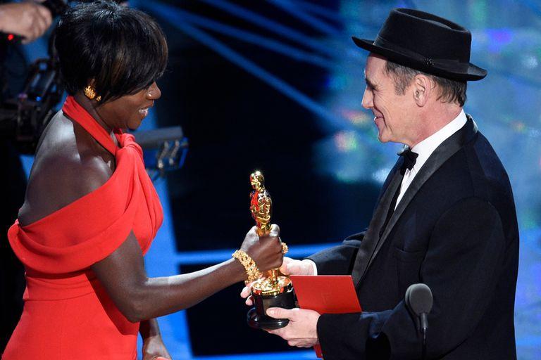 Viola Davis recibe el Oscar a mejor actriz de reparto