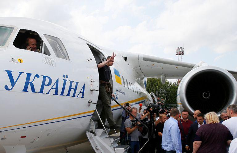 Rusia y Ucrania realizan el intercambio de prisioneros más importante desde 2014