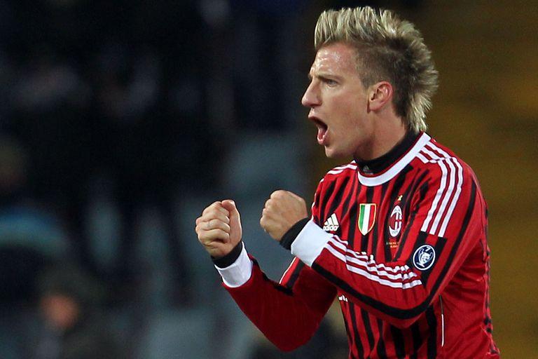 En Milan, otro de los impactos de la carrera de Maxi López (AP Photo/Paolo Giovannini)