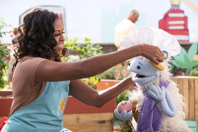 Michelle Obama tomó las agujas de tejer y se quiere retirar de la vida pública