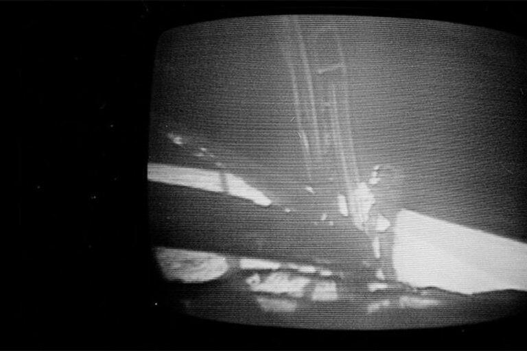El primer humano pisando la primera vez la Luna