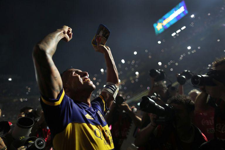 Con el arribo de Miguel Russo a la dirección técnica, Carlos Tevez se relanzó y resultó una figura determinante en la conquista del último título de la Superliga; el Apache, de 36 años, acordará extender el vínculo con Boca