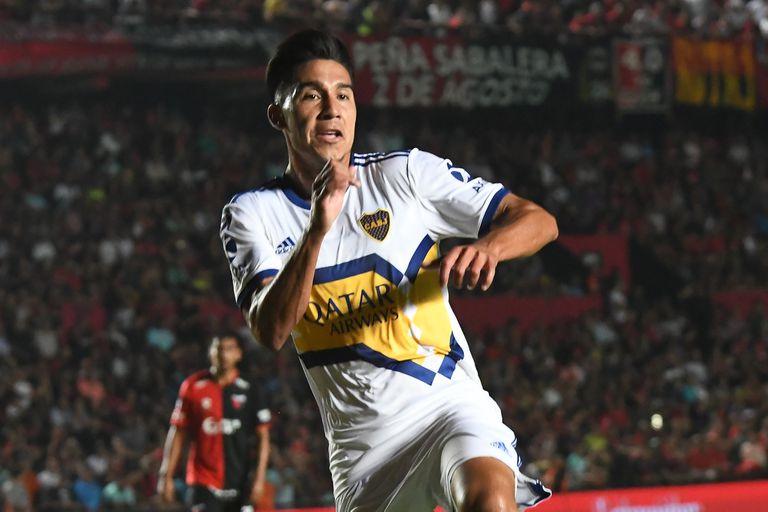 Pol Fernández festeja su gol ante Colón, en Santa Fe, por la última Superliga; de compañero de Riquelme a ser ahora comandado por el ex enganche, uno de los máximos ídolos en la historia de Boca