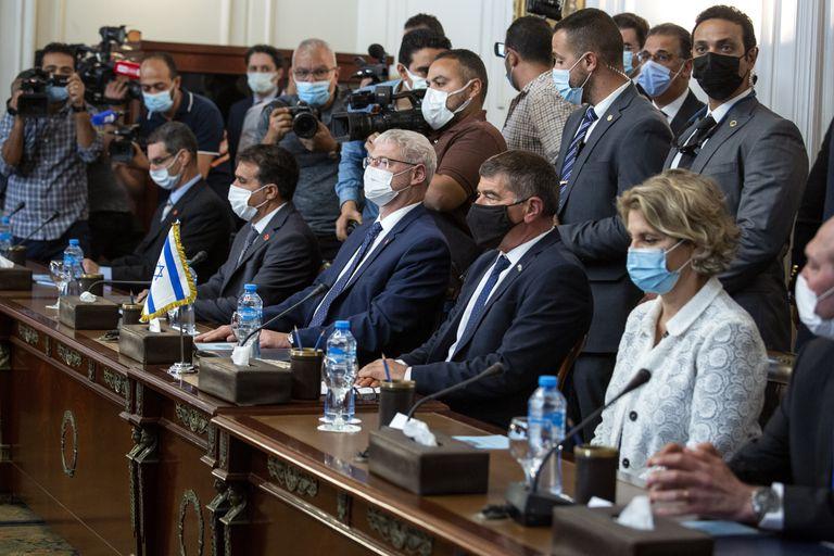 Negociaciones de alto nivel entre Israel y Egipto para reforzar el cese del fuego en Gaza, en El Cairo, el 30 de mayo de 2021. (AP Foto/Nariman El-Mofty)