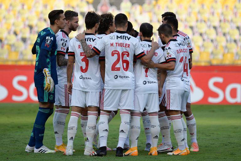 Descontrol: dos futbolistas de Flamengo jugaron contagiados y ya hay 14 casos