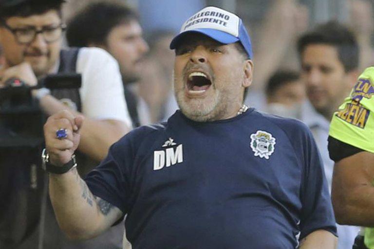 El regalo de Diego Maradona al plantel antes del partido de Gimnasia contra Boca