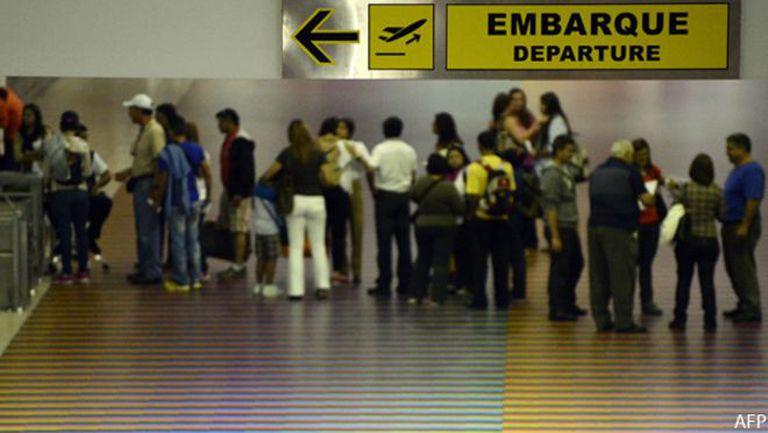En el aeropuerto de Maiquetía, Venezuela, listos para irse.