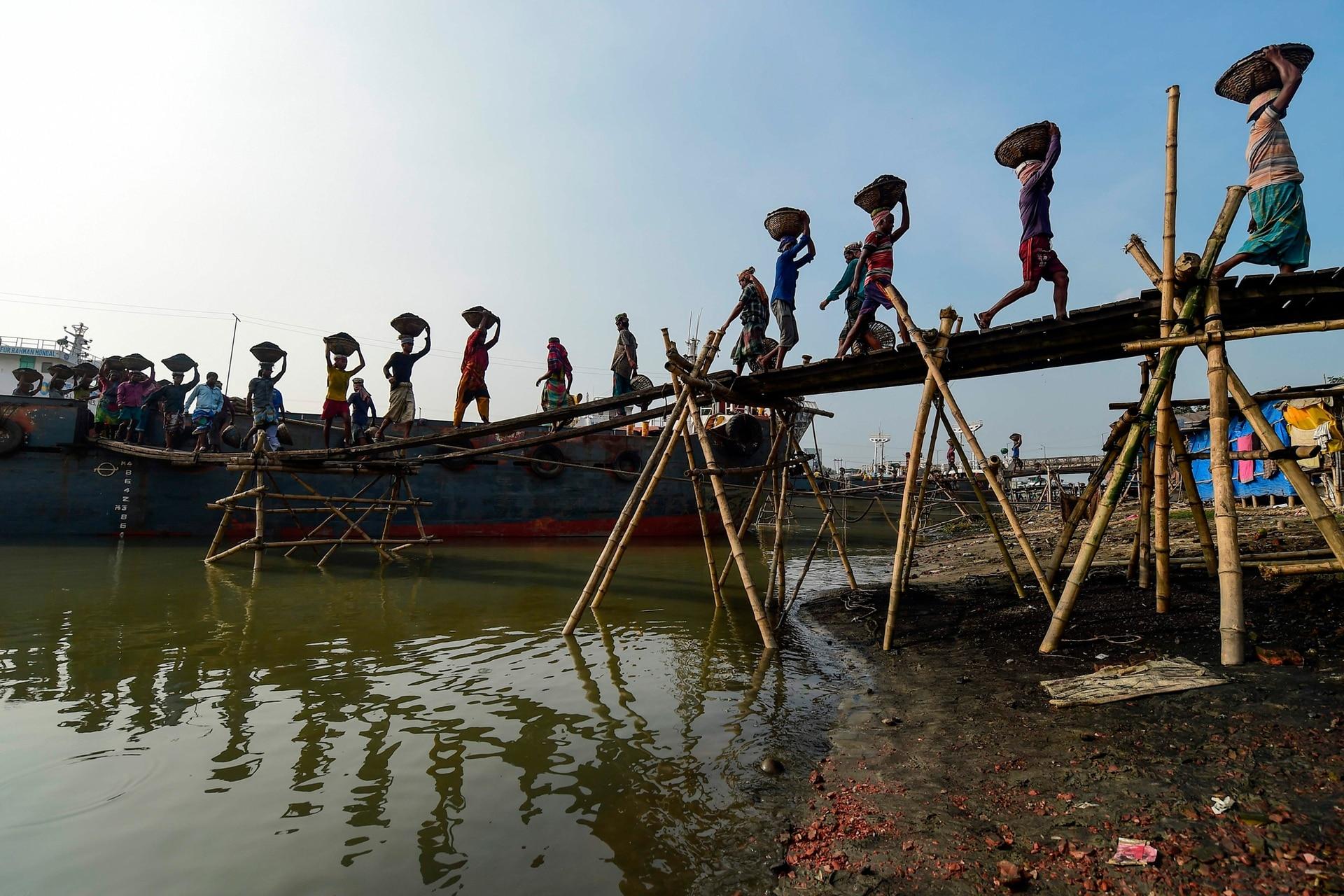 Cada trabajador cobra de acuerdo a las canastas que descarga del barco