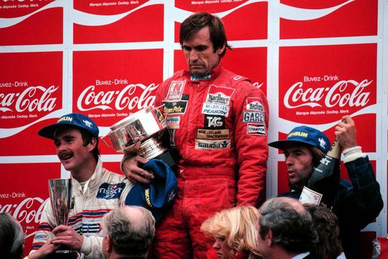 """""""Sostuvo el trofeo como un castigo"""", escribió Alfredo Parga: Carlos Reutemann en el podio más triste de su vida, junto con Nigel Mansell y Jacques Laffitte"""