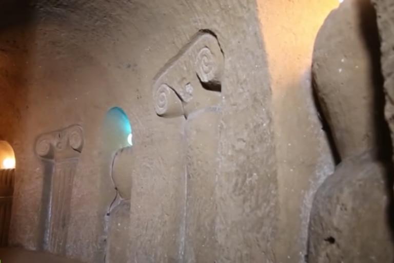 Las paredes de los pasadizos cuentan con detalles que convierten a la cueva en un museo de arte tangible