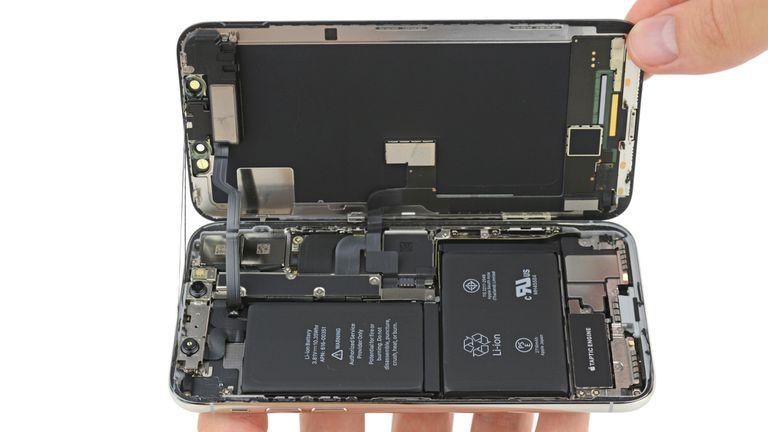 """Apple ha sido criticada por la dificultad para reciclar sus celulares o extraer los componentes de los mismos a través de la llamada """"minería electrónica"""""""