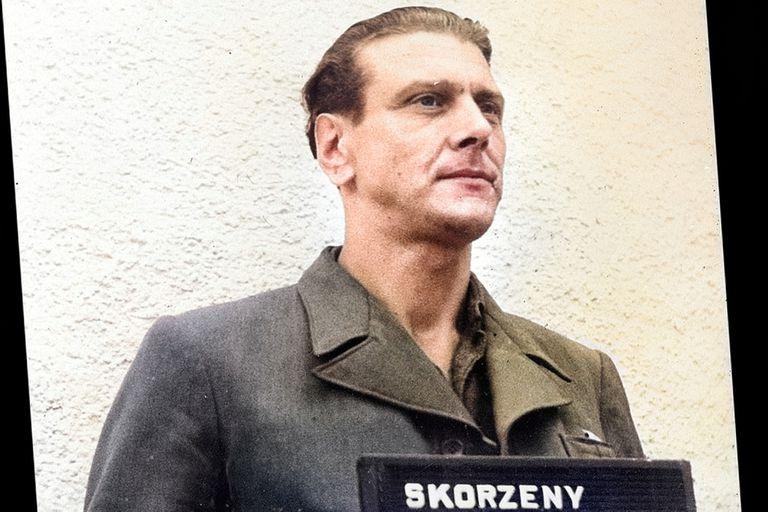 Otto Skorzeny, primero detenido y luego liberado por las tropas estadounidenses tras el final de la Segunda Guerra Mundial