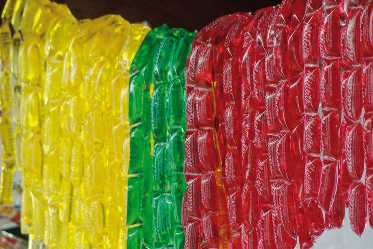 El caramelo líquido presentando en un minisachet plástico fue un boom durante los años 80 y 90.