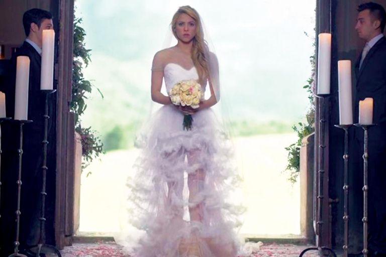 """Vestida de novia para protagonizar el videoclip de su tema """"Empire"""" (2014)"""