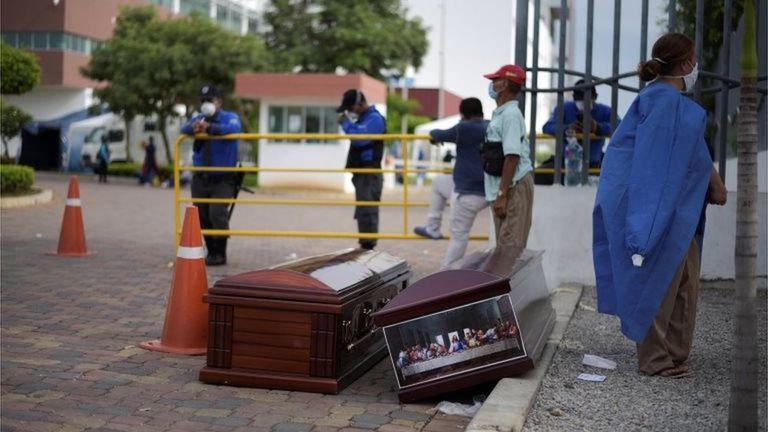 La difícil situación por la cantidad de fallecidos en Guayaquil