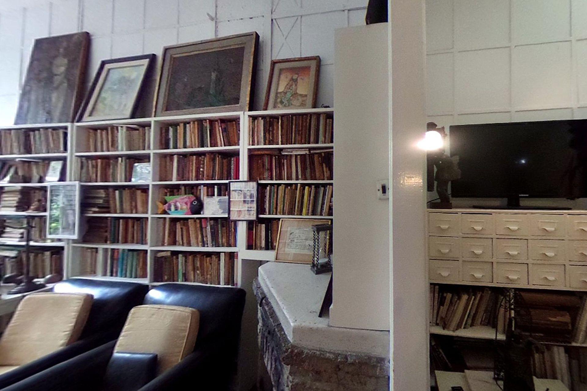 Interior de la vivienda de Ernesto Sabato en Santos Lugares, que se puede visitar en un recorrido virtual guiado por su nieto en Facebook.com/Casadesabato/