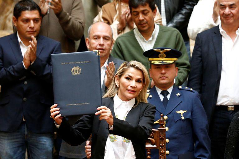 Bolivia: promulgan la ley para convocar a elecciones sin Morales como candidato