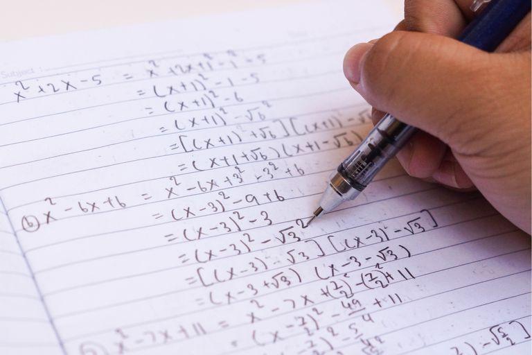 Microsoft Math Solver, Photomath y MalMath, entre otras, son aplicaciones que resuelven ecuaciones reconociendo los trazos manuscritos