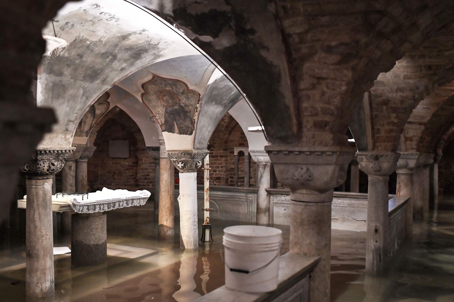 Tal fue la altura a la que llegó el agua que inundó la basílica de San Marcos.