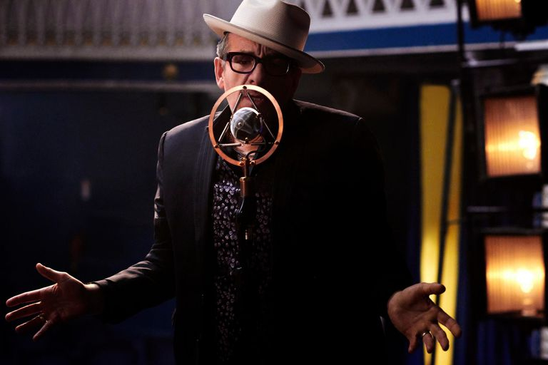 Elvis Costello soñó con un disco en español; y ya lo tiene