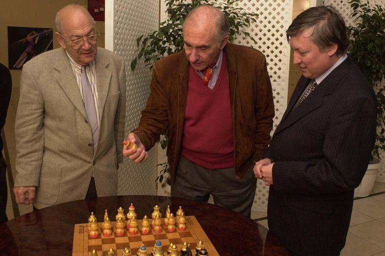 Con el presidente Fernando de la Rúa y Anatoly Karpov, en una visita al país en 2001