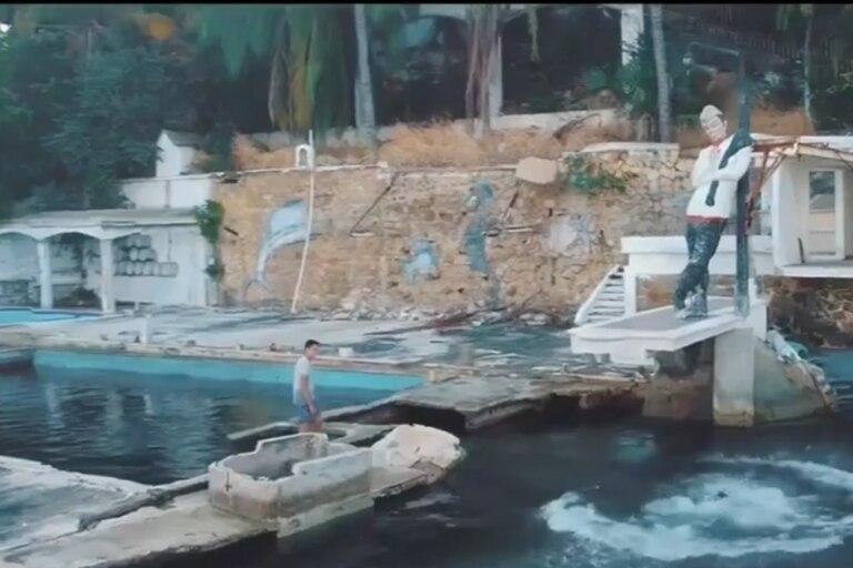 La casa está en Acapulco y se la puede observar completamente deteriorada