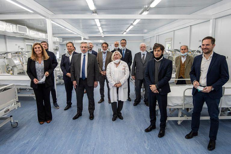 Alberto Fernández y Axel Kicillof recorrieron un hospital modular montado en Longchamps