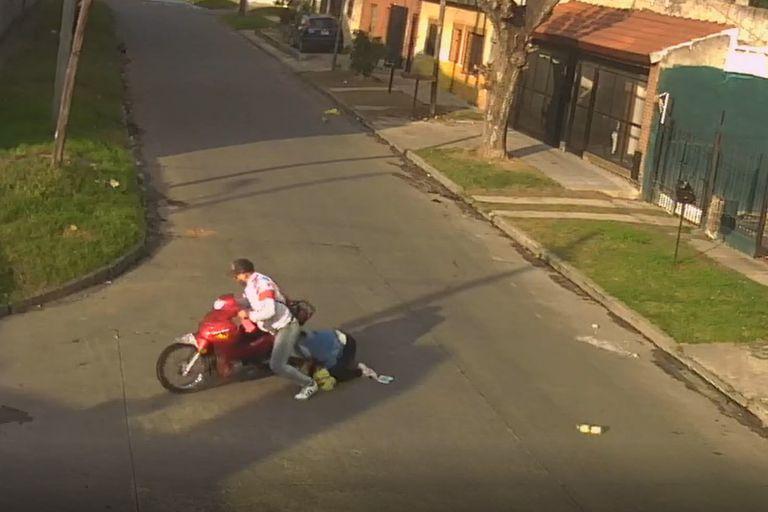 Los motochorros son un constante riesgo en las calles del conurbano