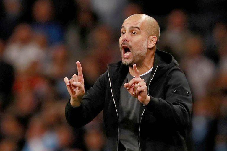 Pep Guardiola dirigiendo a Manchester City