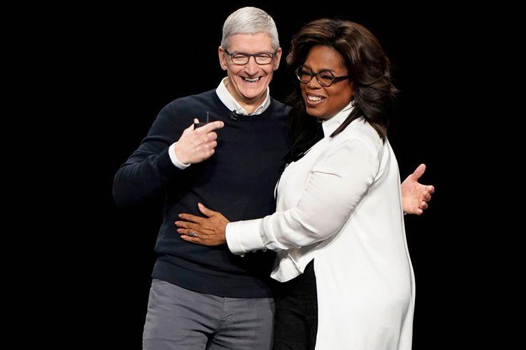 Con Tim Cook, CEO de Apple, en la presentación de la plataforma del gigante de la manzanita, donde están disponibles varios de sus especiales de entrevistas y perfiles