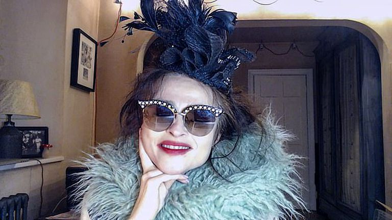 Helena Bonham Carter, la princesa Margarita de The Crown, como la madrastra malvada de Cenicienta