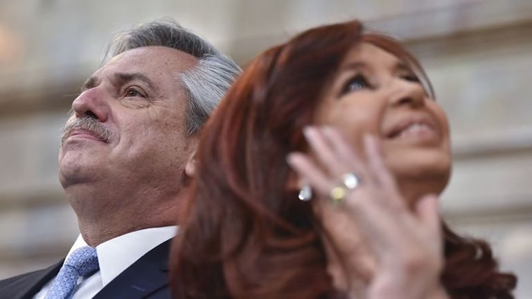 El fin de semana pasado, se confirmó que el presidente Alberto Fernández contrajo covid. Luego, un intendente neuquino hizo una broma en la que le sugería contagiar a Cristina Kirchner.