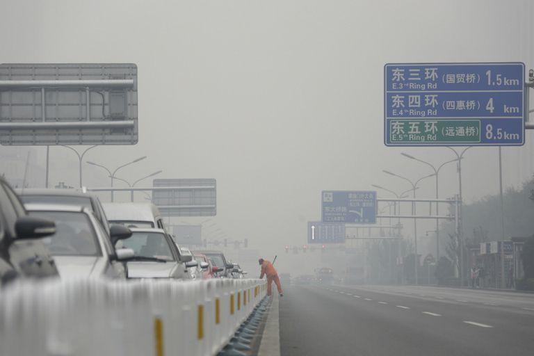 Los carteles indicatorios apenas se perciben en las autopistas chinas, lo que ocasiones problemas de tránsito