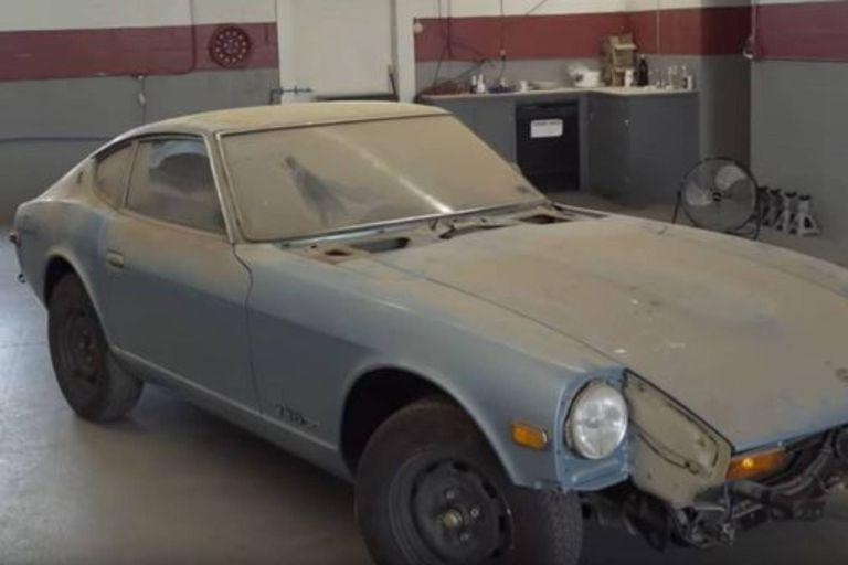 Un auto estuvo 44 años sin ser lavado y su transformación es impresionante
