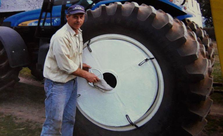 Convirtió un tractor en un lavarropas móvil: cómo funciona
