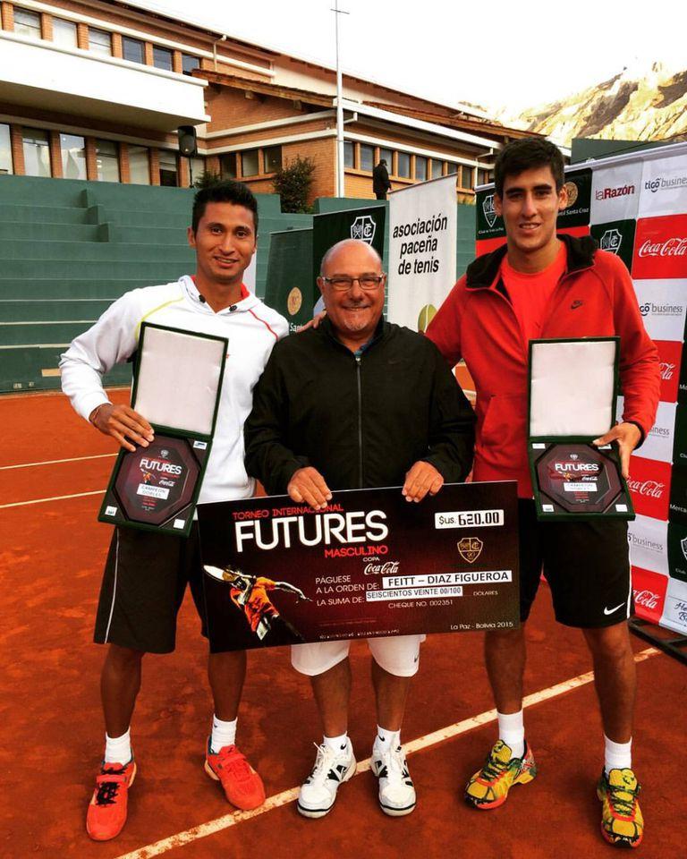 El tenista Franco Feitt (de rojo), suspendido de por vida por arreglo de partidos, junto con Rubén Puerta (padre de Mariano) y el jugador guatemalteco Christopher Díaz-Figueroa, también castigado por amaños.