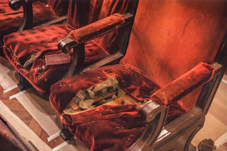 """El estado de las butacas de terciopelo era """"deplorable"""", confió Ovsejevich, de la Fundación Konex, impulsor de la restauración"""