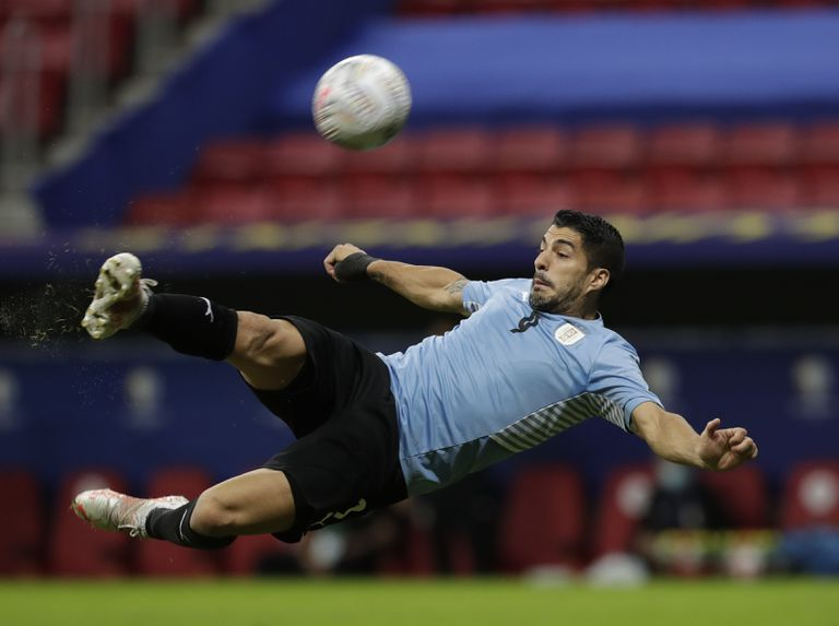 Luis Suárez, delantero de la selección de Uruguay y Atlético de Madrid, en el centro de un escándalo por un supuesto arreglo de un examen para obtener el pasaporte italiano.